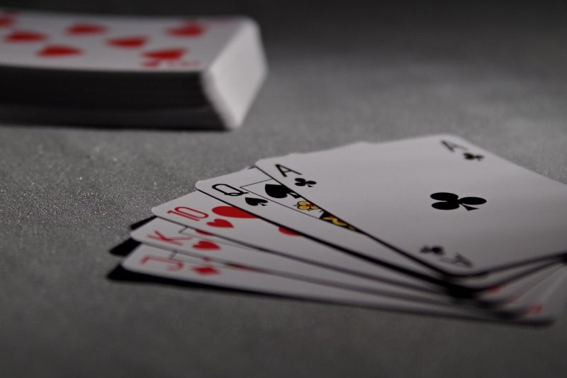 How to memorise a deck of cards - pack of cards - featured-img